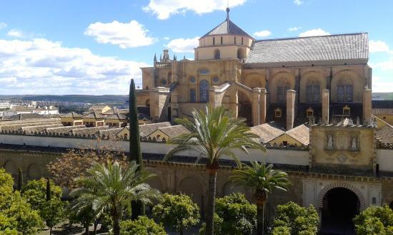 Vista exterior de la catedral desde la torre campanario for Exterior mezquita de cordoba