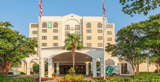 Embassy Suites by Hilton Columbia - Greystone : Exterior with shuttle