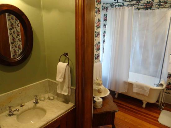 "Candler, NC: ""Vineyard View"" Bathroom"