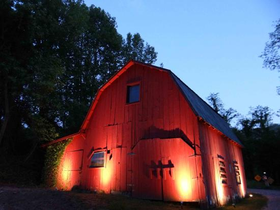 Candler, North Carolina: Our Red Barn