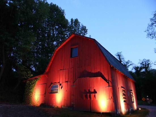 Candler, Karolina Północna: Our Red Barn