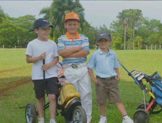 Capiovi, Argentina: Niños jugando al Golf