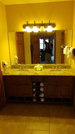 Westgate Smoky Mountain Resort U0026 Spa: Double Vanity With Granite Counter  Tops.