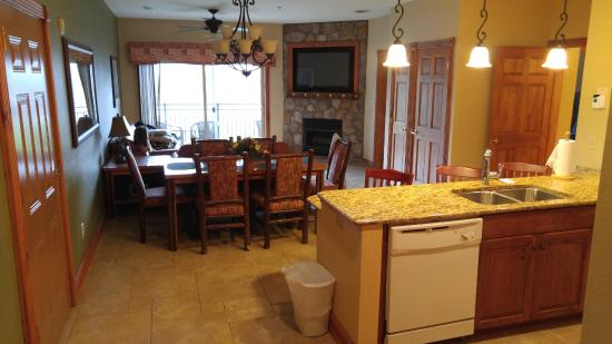 Westgate Smoky Mountain Resort U0026 Spa: Awesome One Bedroom Deluxe Suite.