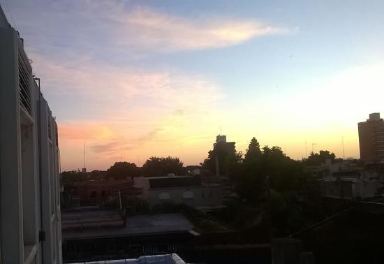 Hotel Argentino : Hermosa noche nos recibio San Nicolas, hermoso amanecer desde la habitacion del hotel