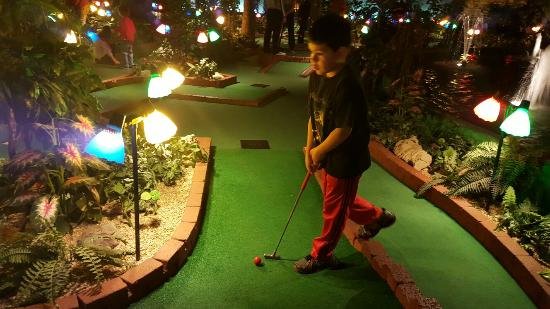 Grand Country Indoor Mini Golf