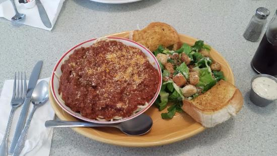 Lawrencetown, Канада: Spaghetti dinner with caesar salad and garlic bread