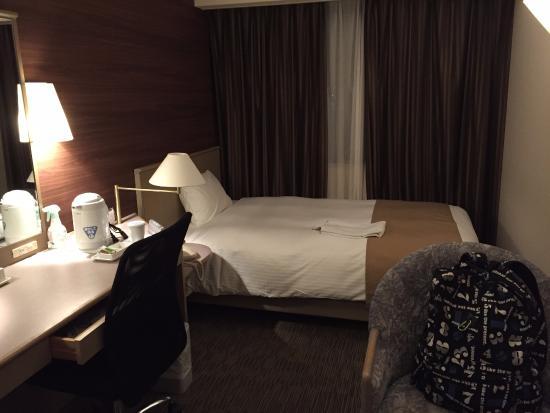 Crystal Hotel Minami Senri: 雰囲気はあるが、暗い部屋