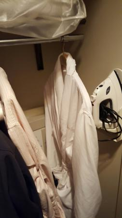 Cincinnatian Hotel: One bathrobe for two people, waiter spilled coffee all over each time he refilled at palace rest