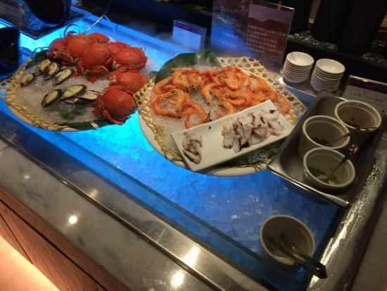 台中日光溫泉會館: 海鮮部分,蝦相當新鮮