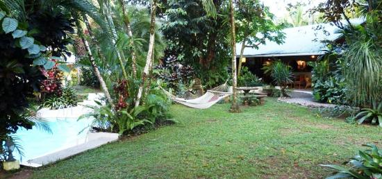 Hotel Magellan Inn: A view of the pool, hammock and dining/lounging/Internet area.