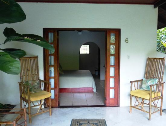 Hotel Magellan Inn: Typical room with private patio.