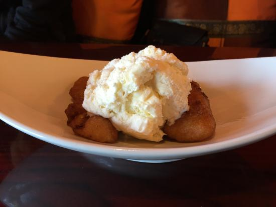 Ripon, Californië: My Thai Cuisine Delicious Fried Banana and Coconut Ice Cream