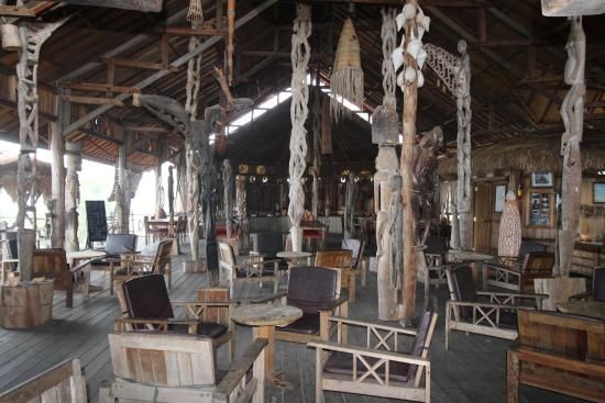 The Baliem Valley Resort: The reception/restaurant with an amazing collection of handicrafts from Dani, Asmat people