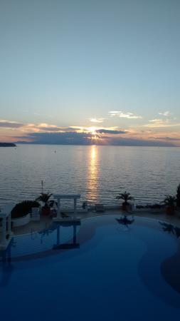 Korumar Hotel De Luxe: Abends von einer Terasse