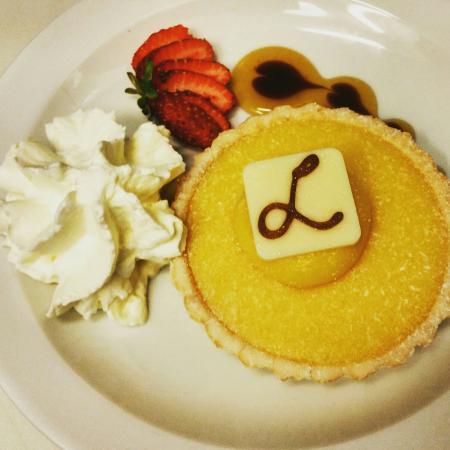 Morpeth, Australië: Breakfast bruschetta and lemon citrus tart