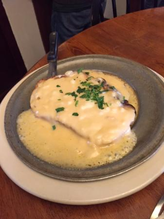 Upperville, VA: Welch Rarebit - on their delightful home-made bread