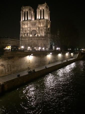 Hôtel Saint-Louis Saintonge : Camera bagno e d'intorni