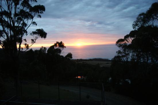 New Gisborne, Australia: Sun rise on the ocean road