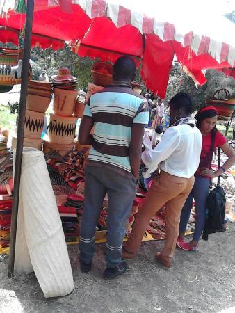 Provincia Orientale, Kenya: Visitors having a look around