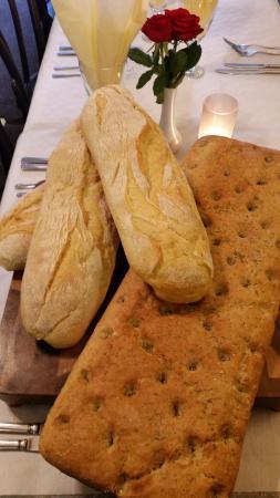 Piccolos Italian restaurant: Artisan bread