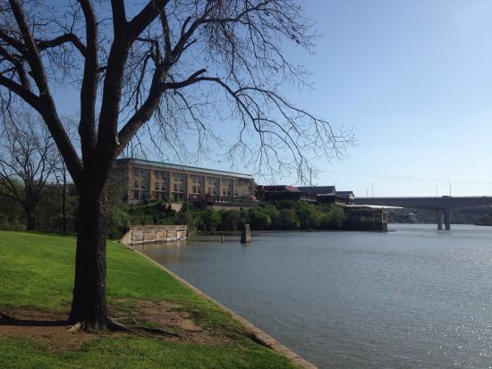 Hampton Inn Marble Falls-On The Lake: This is the hotel as seen from the river