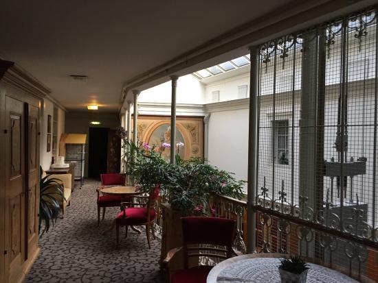 Atrium Hotel Blume : zona comune centrale del terzo piano