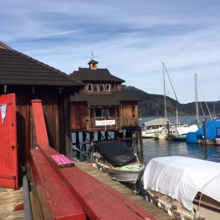 Cowichan Wooden Boat Society: Walking on the pier through these rooms with displays.