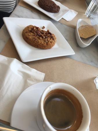 The White Sheep: Cookie and coffee