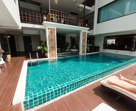 Golden Bell Hotel, hoteles en Chiang Mai