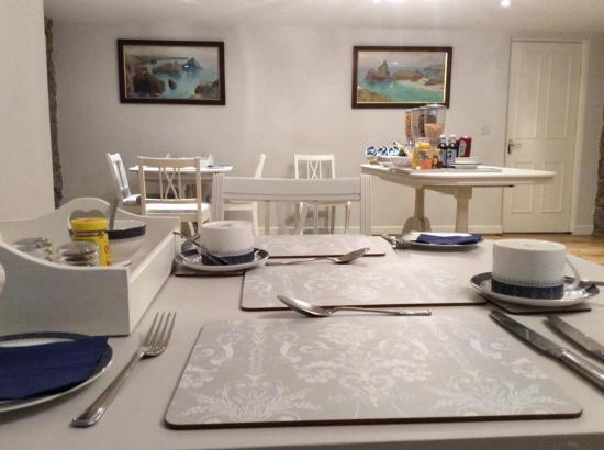 Tregaddra Farm B&B: The dining room