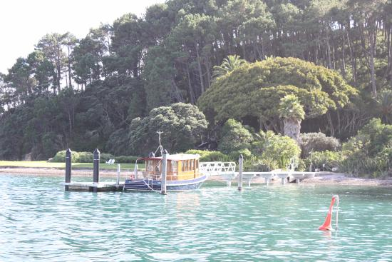 "Edelweiss Motel : Boat trip from Paihia to ""the Hole in the Rock"""