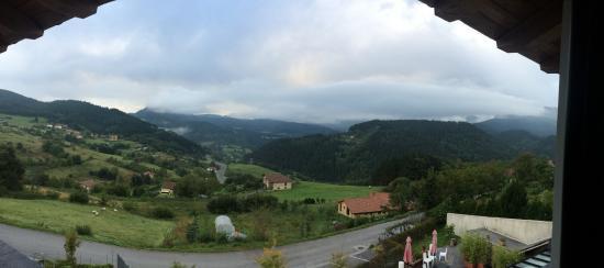 Ellauri Hotela: Vista desde la habitación.