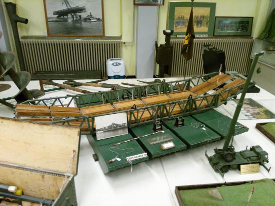 Geniemuseum: Schaalmodel bootjesbrug / pontonbrug