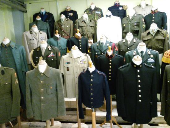 Geniemuseum: uniformen van de genie, onderdeel van de Kon. Landmacht