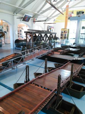 Geniemuseum: maquettes van pontonbruggen