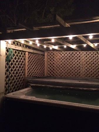 Westport, Canada: Hot Tub