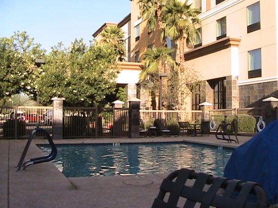 Hampton Inn & Suites Phoenix North/Happy Valley: Poolside in the Morning