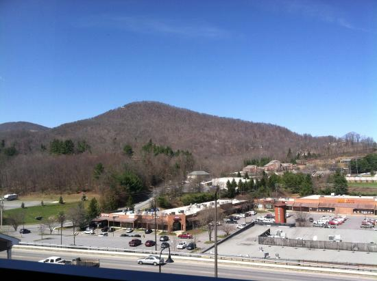 Quality Inn & Suites University : You can see the varying mountains in the distance.