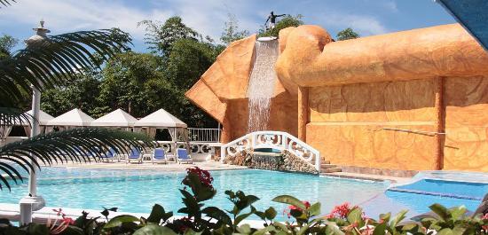 Hotel El Bosque: PISCINA