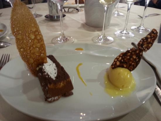 Violay, Francia: Dessert : délice au chocolat-fruit de la passion