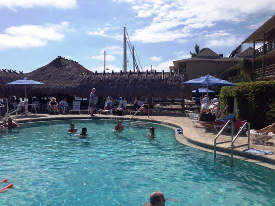 Cove Inn on Naples Bay: Retro kidney shaped pool and tiki bar at Cove Inn, Naples.