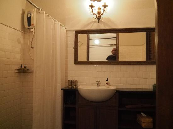 The Asadang: Bathroom of room 8 (cozy double)