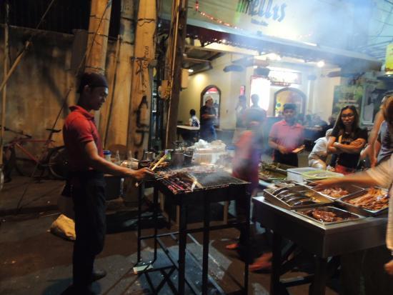 Cordillera Family Inn: street food near hotel