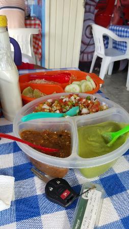 Tacos Y Mariscos El Sinaloense: Que buena compañia para los mariscos!!!