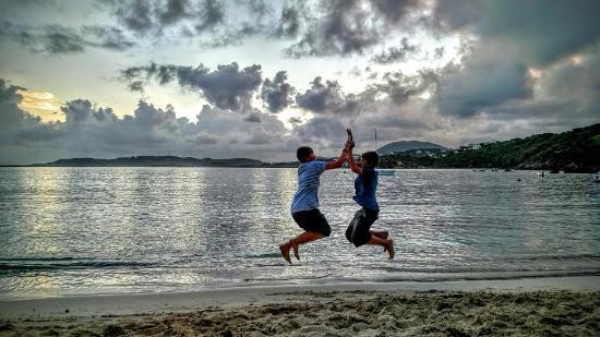 Benner, St. Thomas: Celebrating sunset at Secret Harbour