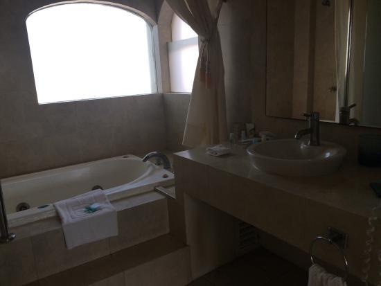 Camino Real Manzanillo: Es pequeño y bonito el hotel. Todo muy limpio y buen servicio.