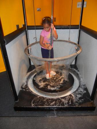 ScienceWorks Hands-on Museum: 8-year old Natalie building a giant bubble.
