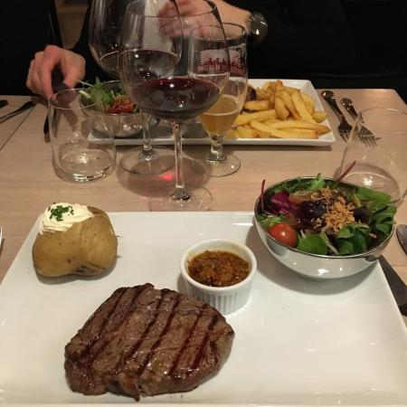 D ner entre amis foto van meet meat uccle brussel for Diner simple entre amis