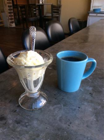 Burlington, Kolorado: Pistachio ice cream with a good cup of coffee.